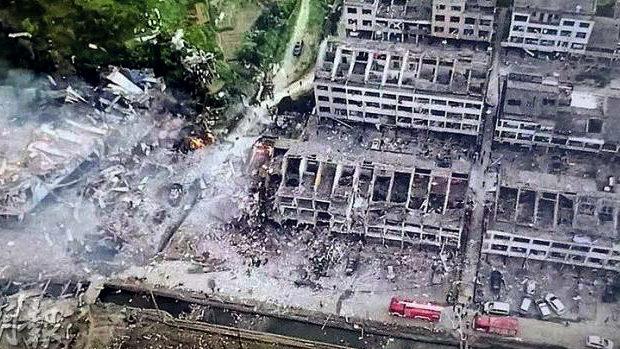 中国、高速道路でのタンク車大爆発