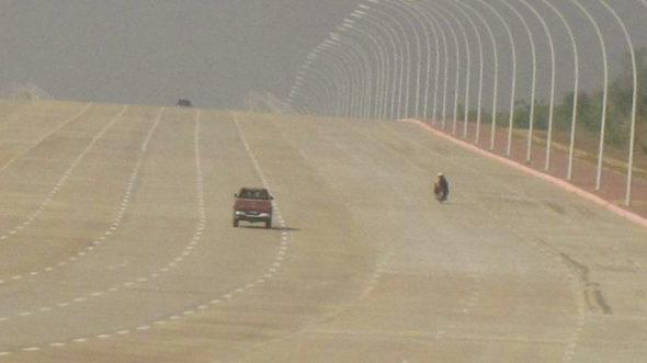 ミャンマー、首都ネビドーの20車線(片側10車線)の壮大過ぎる道路!3