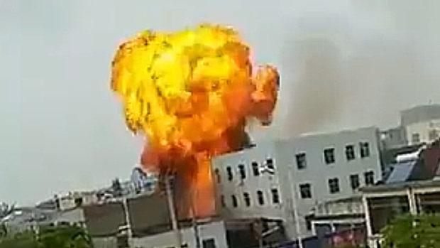 中国、またしても工場が爆発、炎上!大きな火球が膨れ上がる!
