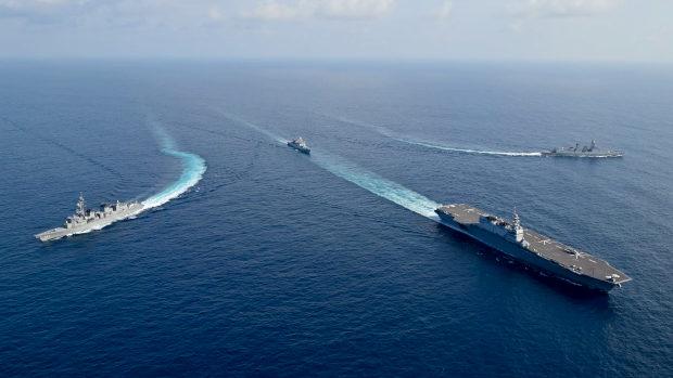 海上自衛隊、日印共同訓練での護衛艦「かが」の勇姿
