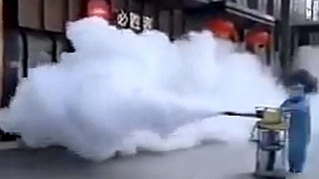 中国、新型ウイルス、当局が街を消毒!感染力弱いはずじゃなかったの…?