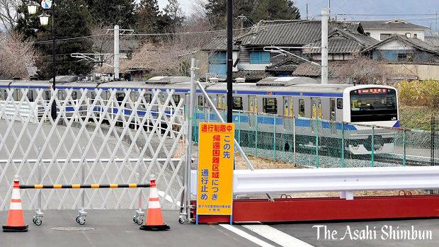 朝日新聞のJR常磐線全線再開の写真が酷い!細野議員「怒りを通り越して、情けなくなる」