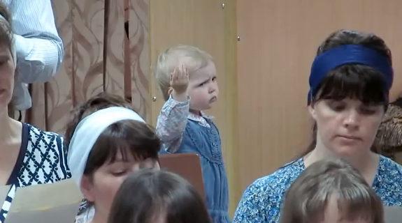 教会の合唱団の指揮者になりきる幼女