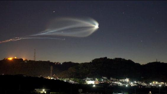 沖縄から撮影したH2Bロケット4号機