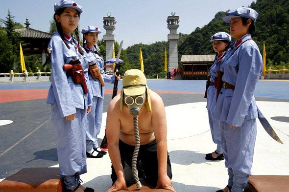 【中国】抗日戦争77周年紀念活動、少女兵が日本兵を生け捕り6