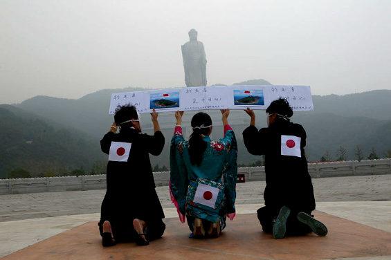 【中国】 中国人が日本人に扮して謝罪パフォーマンス 3
