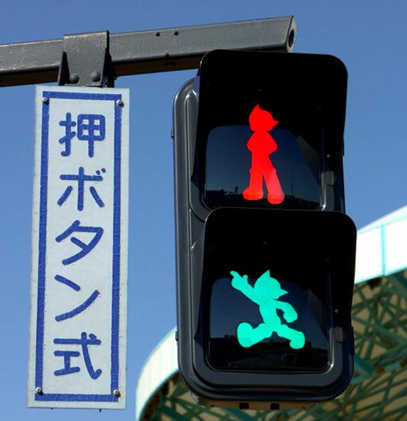 【画像】神奈川、鉄腕アトムの信号機