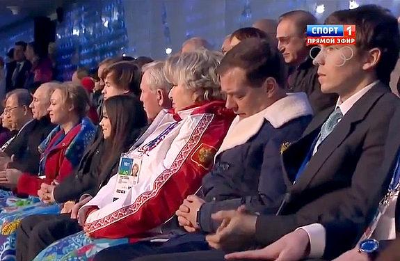 ソチ五輪、開会式で居眠りするロシア・メドベージェフ首相1