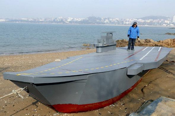 【中国】80歳のおじいちゃんが孫のために「空母」の模型を建造2