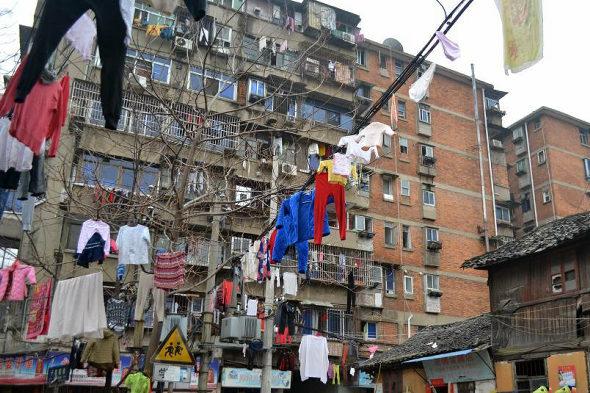 【中国】南昌、電線に干された大量の洗濯物3