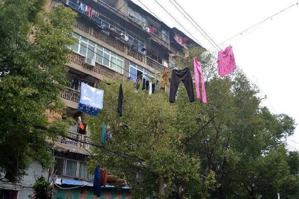 【中国】南昌、電線に干された大量の洗濯物5