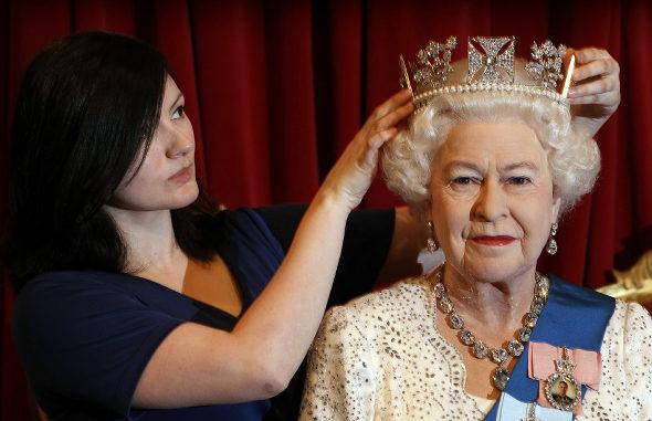 マダム・タッソー、エリザベス女王の新作ろう人形を公開 3