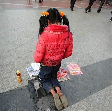 中国、ツインテール女子高生の乞食が現れた・・・3