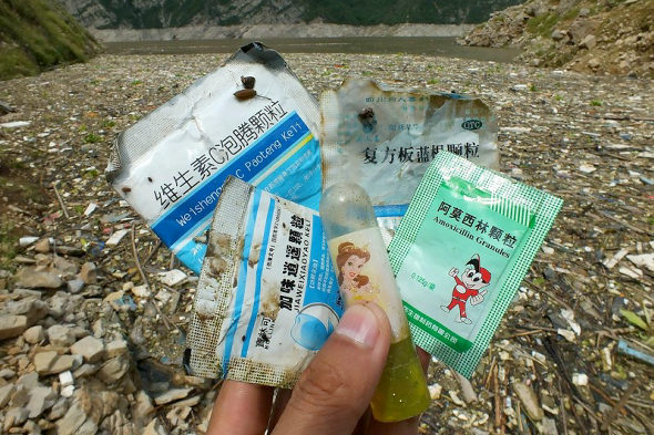 【中国】三峡ダムに浮かぶ大量のゴミ!3