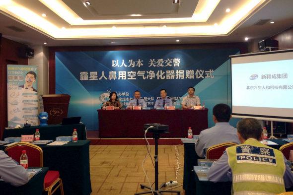 【中国】交通警察官がハイテク防塵装備を着用4