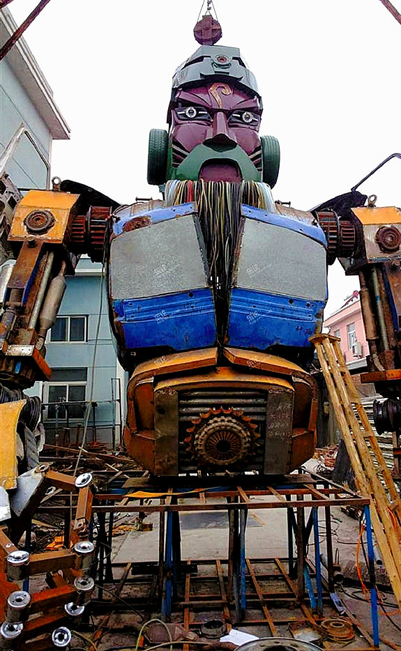 【中国】自動車修理工場で作られる巨大鋼鉄「関羽」