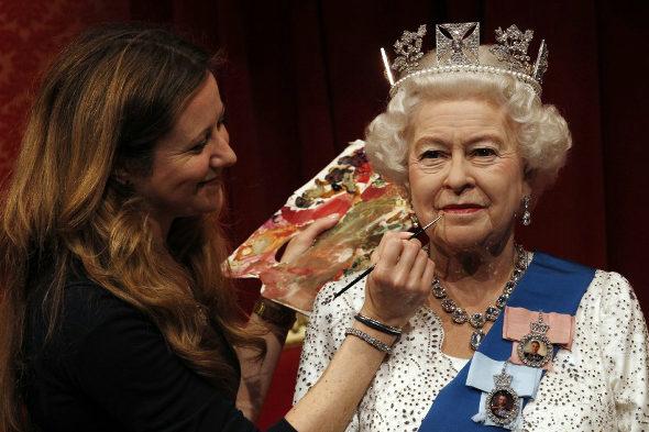 マダム・タッソー、エリザベス女王の新作ろう人形を公開 2