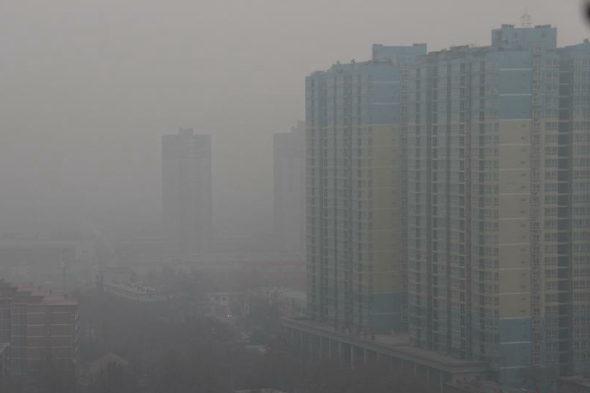西安、大気汚染対策で3歳児の完全防護防塵服4