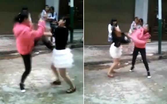 中国、小学生の女の子が路上でケンカ!