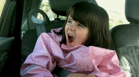 フランスの5歳の幼女、マキシマムザホルモンに心酔