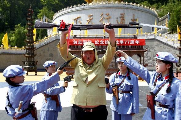 【中国】抗日戦争77周年紀念活動、少女兵が日本兵を生け捕り1