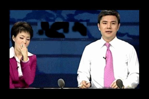 【中国】女子アナが番組中に大あくび!3