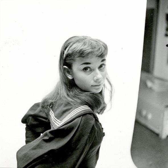 【画像】セーラー服姿のオードリー・ヘプバーン(1951年)