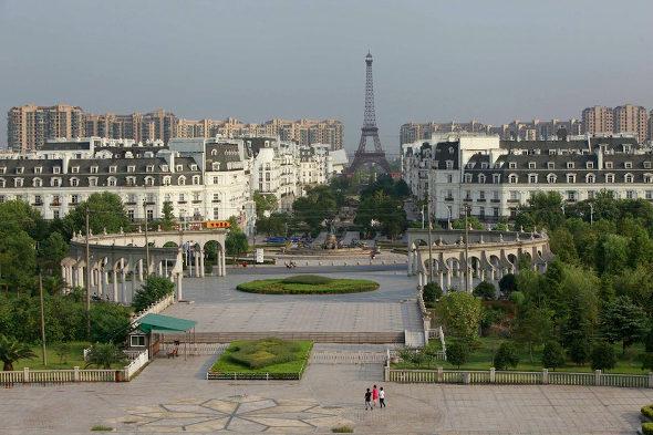 【中国】偽パリ、偽エッフェル塔の周囲が野菜畑に!6 = 【関連】 ◯ 【動画】話題の中国のゴース