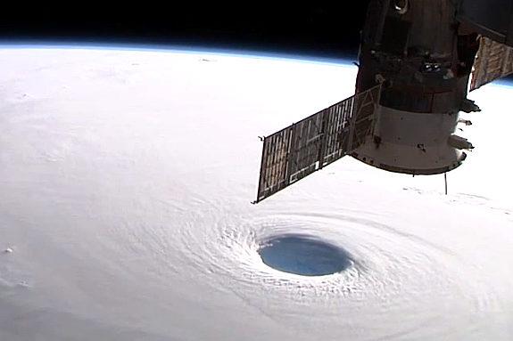 動画】NASA、宇宙から見た「台風19号(ヴォンフォン)」の高画質