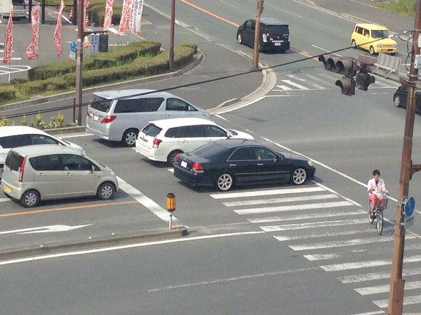 【画像】これが久留米の車の停止線