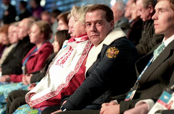 ソチ五輪、開会式で居眠りするロシア・メドベージェフ首相2
