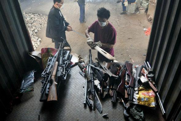 【中国】長沙警察、押収した銃4236丁、刀1436本を廃棄処分2