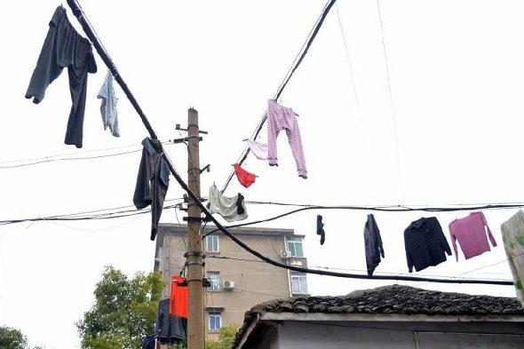 【中国】南昌、電線に干された大量の洗濯物4