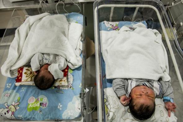 中国で「超大物」赤ちゃん生まれる1