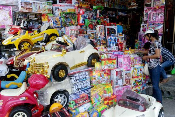 フランス税関、中国製おもちゃ大量押収! &gt&gt&gt image