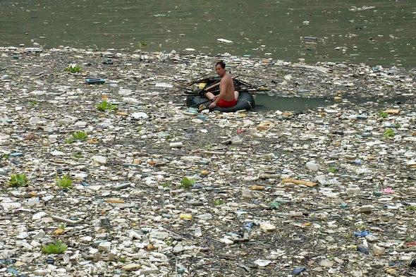【中国】三峡ダムに浮かぶ大量のゴミ!1