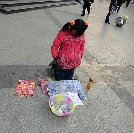 中国、ツインテール女子高生の乞食が現れた・・・1