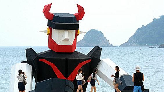 【韓国】釜山に現れたロボットテコンV2
