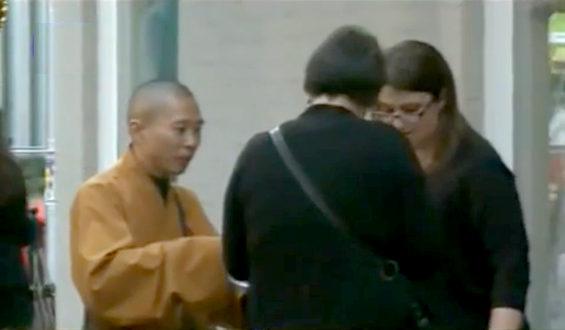 ニューヨークに中国人の「偽僧侶」出現
