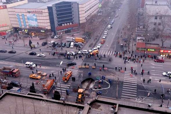 【中国】北京市朝陽区で道路が陥没3