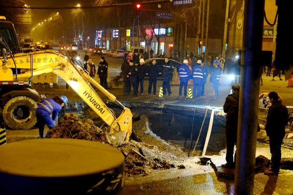 【中国】北京市朝陽区で道路が陥没4