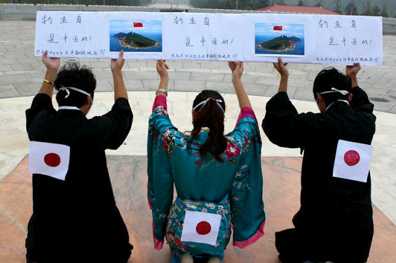 【中国】 中国人が日本人に扮して謝罪パフォーマンス 1