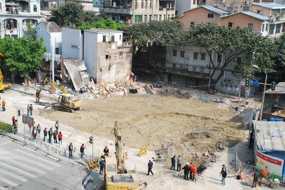 中国、地下鉄の工事現場付近で突然陥没 5