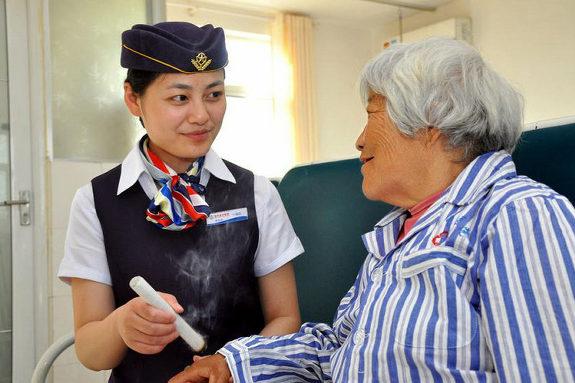 中国、看護師の制服がスチュワーデスの制服の病院2