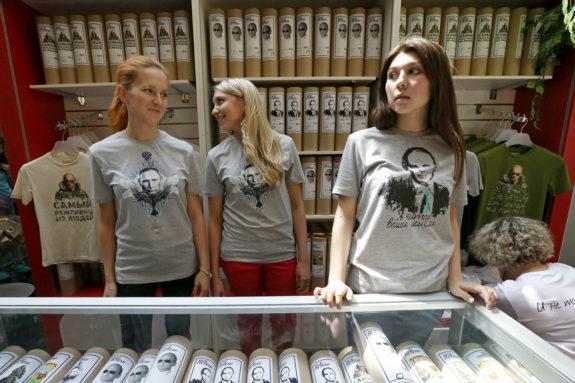 おもロシア、プーチンTシャツ大人気!3