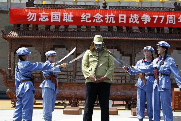 【中国】抗日戦争77周年紀念活動、少女兵が日本兵を生け捕り3