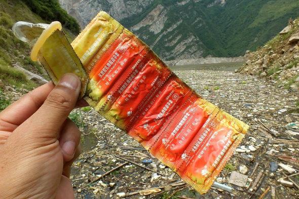 【中国】三峡ダムに浮かぶ大量のゴミ!4