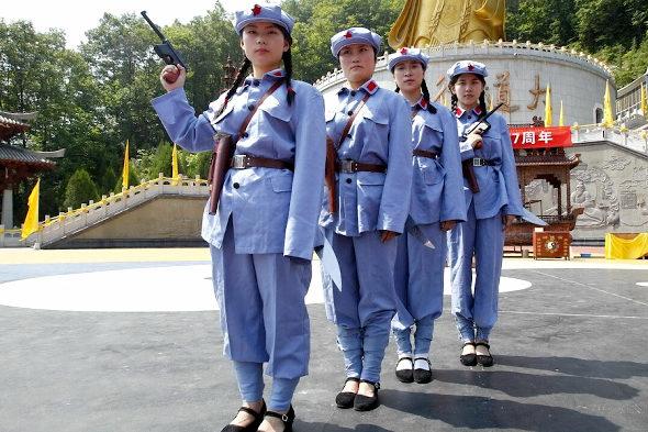 【中国】抗日戦争77周年紀念活動、少女兵が日本兵を生け捕り8