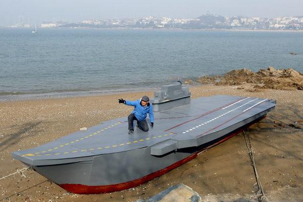 【中国】80歳のおじいちゃんが孫のために「空母」の模型を建造1