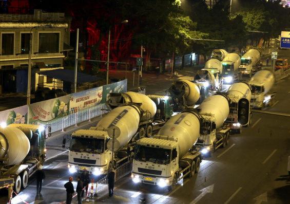 中国、地下鉄の工事現場付近で突然陥没 4